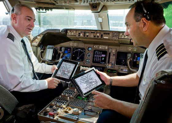 United Airlines Pilots Exchange Flights Bags for iPads