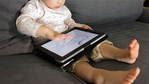 Toddlers and the iPad: Pros and Cons
